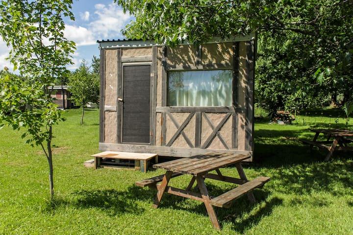 Cabine rustique en campagne