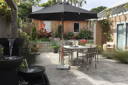 Luxury ensuite; peaceful, spacious & private room - Wellington - Rumah