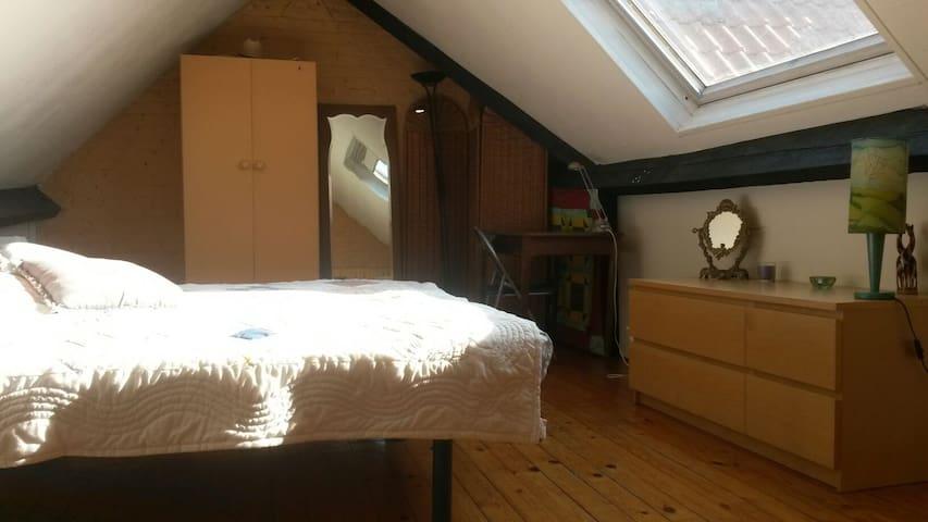 Ancienne maison chambre soleil