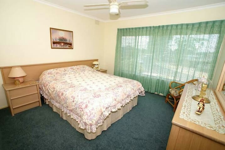 Bright and cosy room for rent from just $150/week
