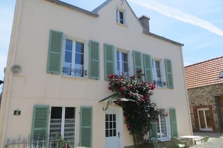 Gîte entre mer et campagne - Carneville - Huis