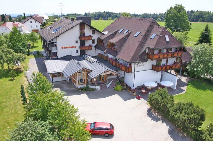 Hotel & Restaurant Sonnenhof & Sonnhalde, (Ühlingen-Birkendorf), Doppelzimmer Deluxe zur Einzelnutzung