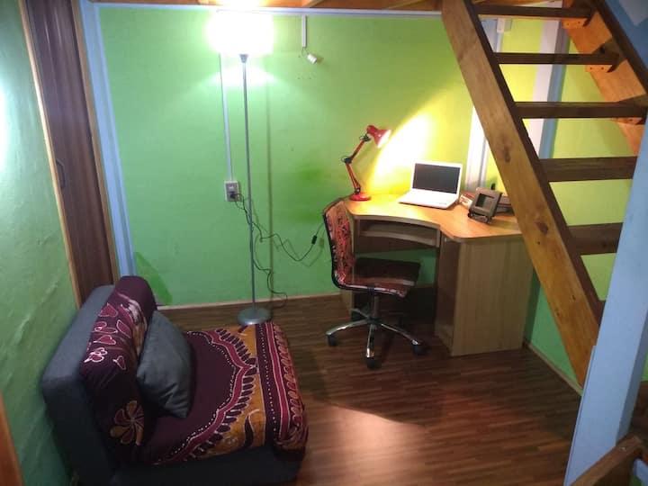 Habitación privada, baño,zona de estudio, Santiago
