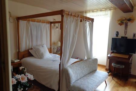 Chambre maison dans la campagne Cognaçaise - Segonzac - Aamiaismajoitus