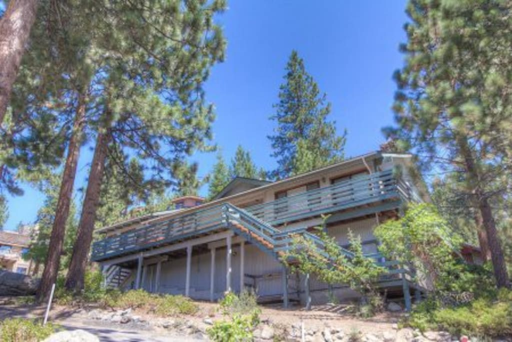Wonderful home on east shore cabins for rent in carson for Cabin rentals in nevada