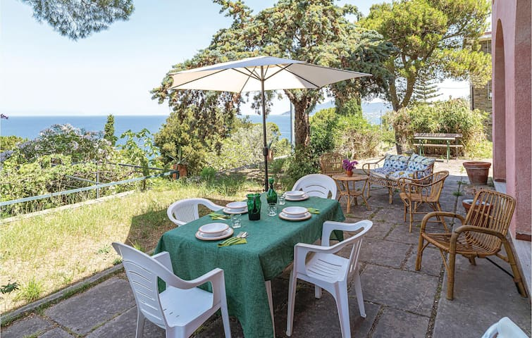 Holiday cottage with 5 bedrooms on 150m² in S.Marco di C/te SA