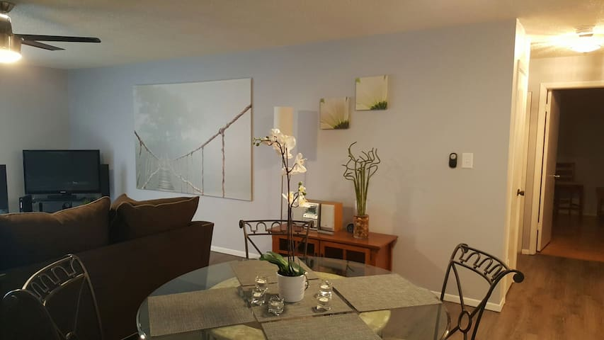 SPACIOUS condo minutes to world renowned  beaches - Belleair - Apartament