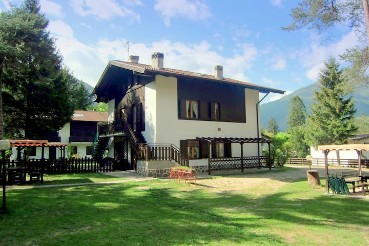 Modern Holiday Home Pieve di Ledro with Garden
