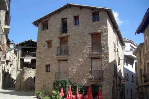 Apartament ampli i amb encant a Can Salvador