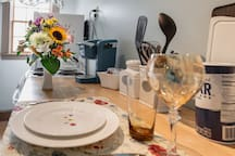Dishes, glassware and eating utensils