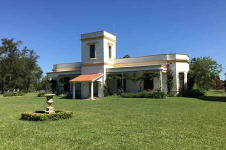 Magnificent old style estancia - Pergamino