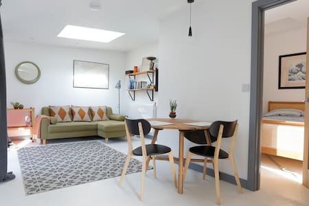 Bright and modern self-contained annexe