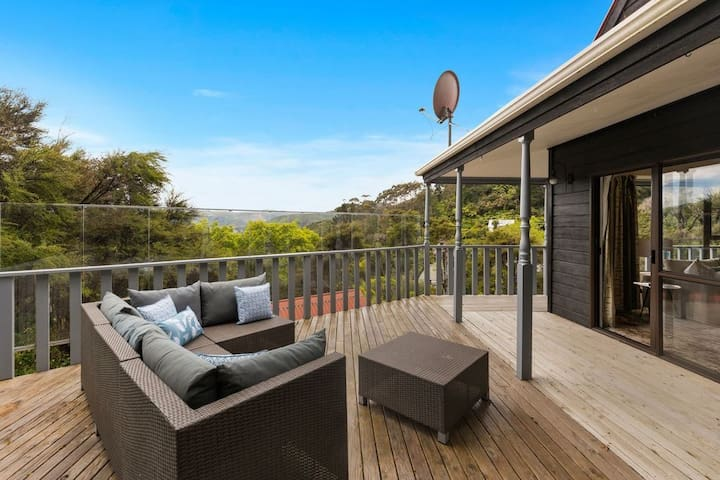 Private and Peaceful in the hills of Lower Hutt