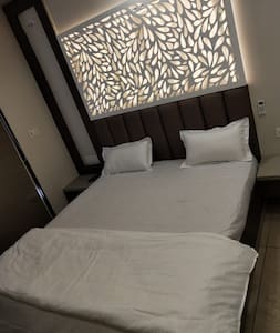 Luxurious Room near Banke Bihari Temple - R1