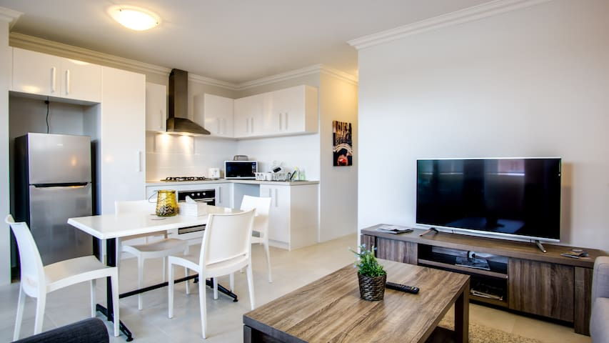 APARTMENT BY THE SWAN- n/ PERTH CITY, WI-FI, CAFES - Victoria Park - Apartment