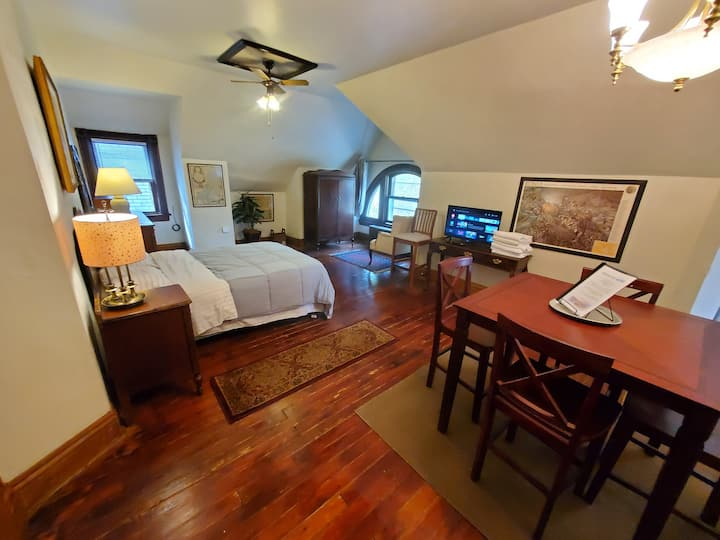 Spacious Suite with Full Bed & Private Kitchen