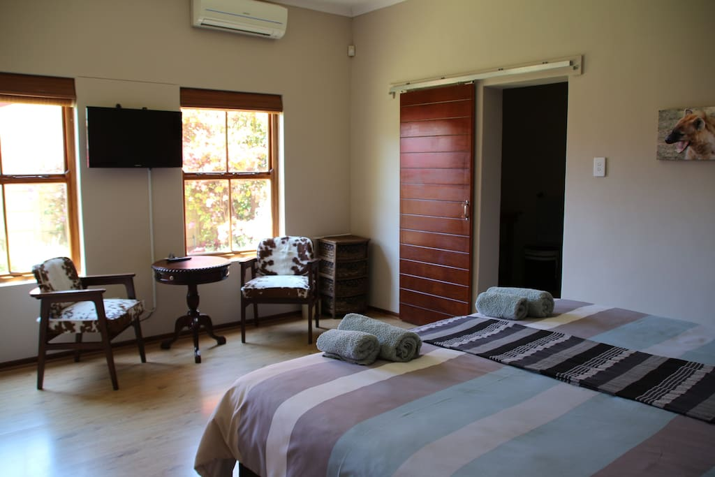 Main Bedroom (Super Kingsize) - En-suite