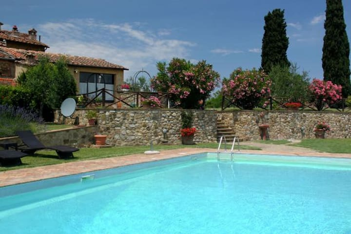 Charming poolside house - Poggibonsi - Villa