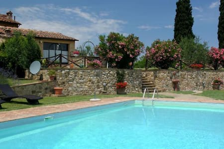 Charming poolside house - Poggibonsi - Casa de camp
