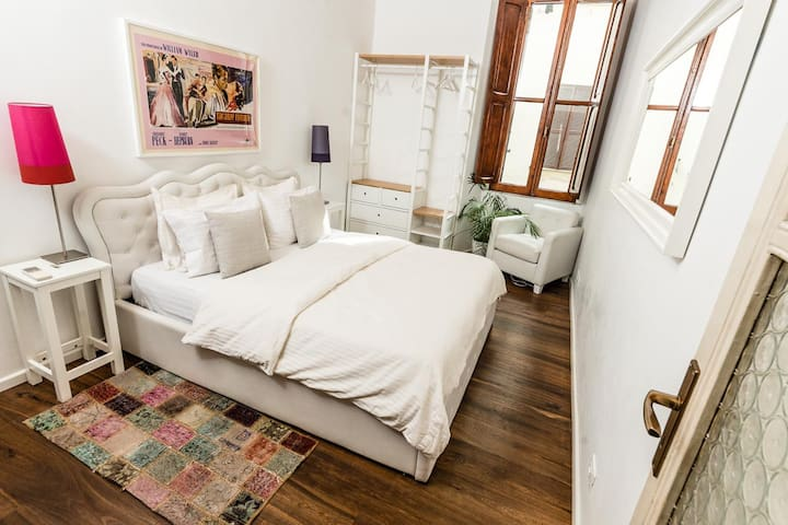 Stylish & Cozy Room w/ Private External Bath & AC
