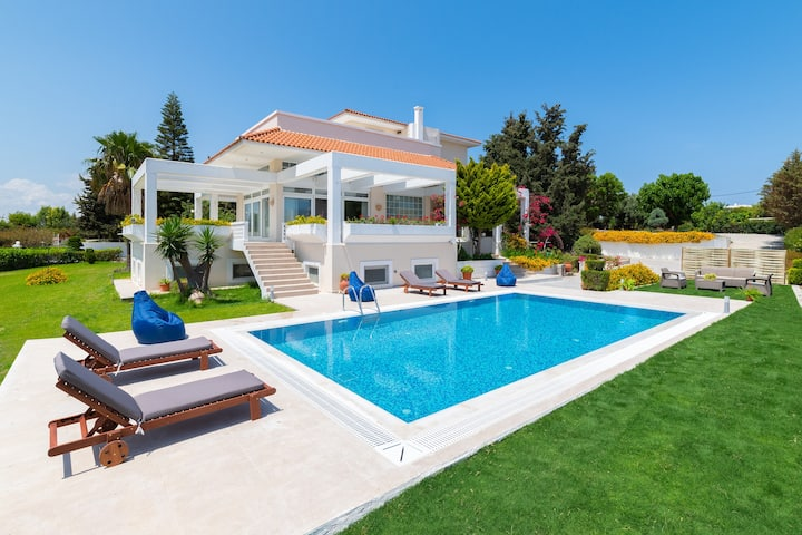 City Mansion, Rhodes Town, Luxury 4 Bedroom Villa