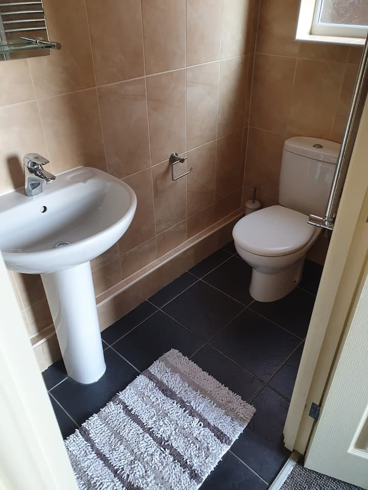 Modern ensuite with Virgin Internet