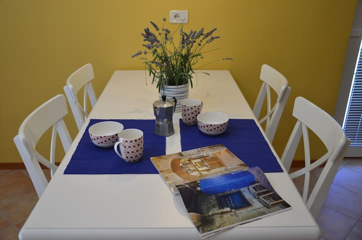 Cosy corner to relax and explore - Umag - Hus