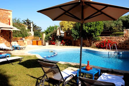 Villa Georgios shared pool,3bedrooms,seaview,BBQ - Astratigos