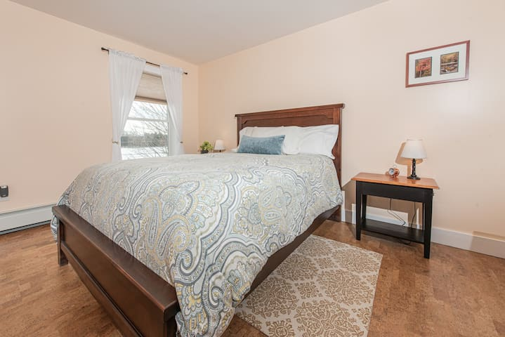 Silver Maple Guestroom @ Maple Rock B&B
