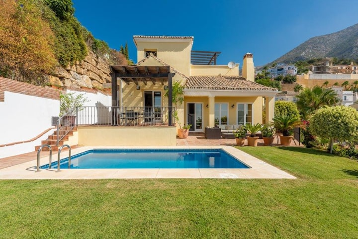 Perfect Holiday Villa in Exclusive Area