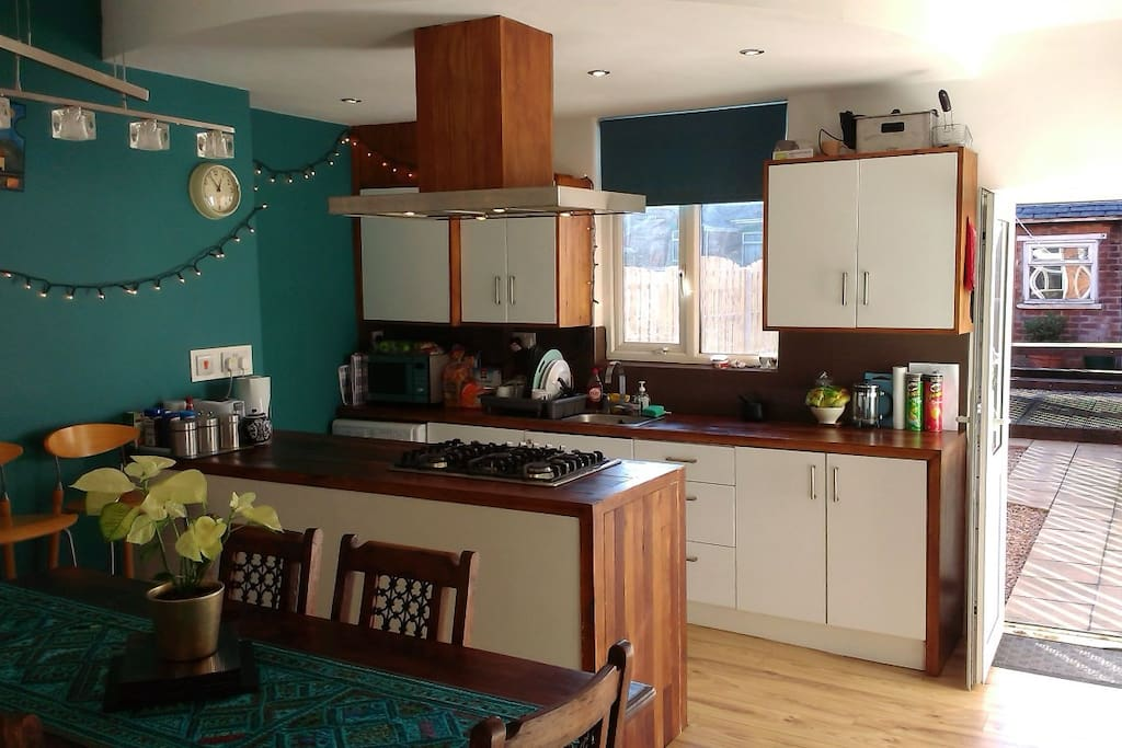 Share our well equipped kitchen-diner (ground floor) inc. dishwasher & guest fridge