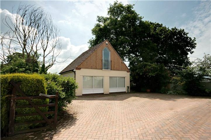 Superb 2 Bedroom Detached Annexe - Shrewsbury - Rumah