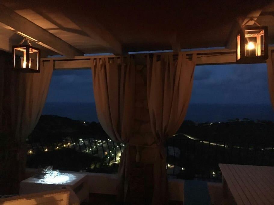 terrazza vista mare notturna