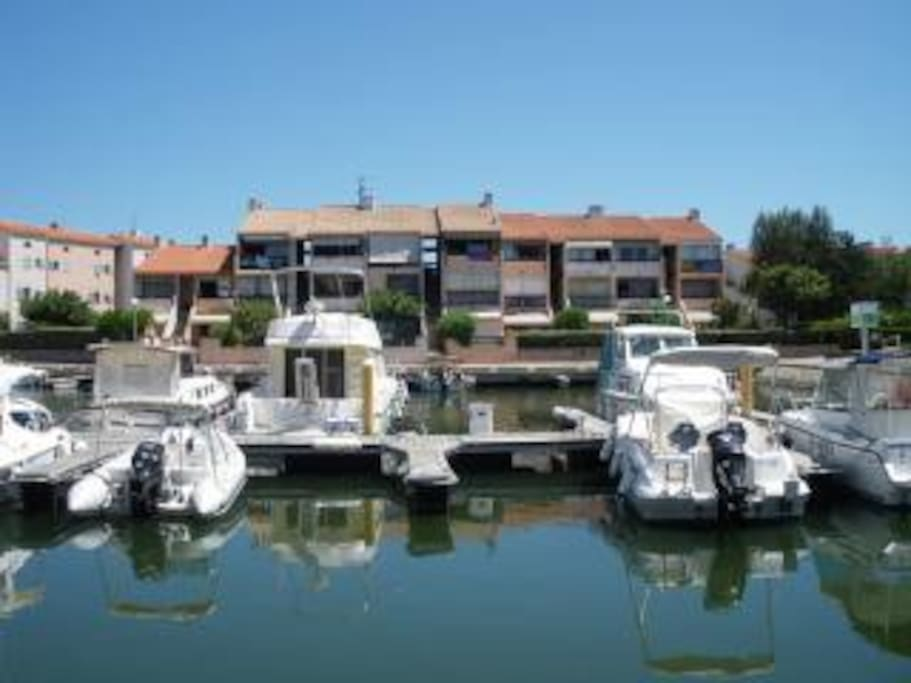 Relaxing Petite Marina with secure parking