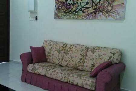 Nyu Nyaman Guest House - Kangar - Hus
