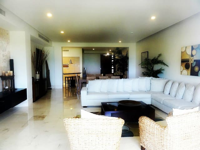 Okol Paraiso C6 - Beachfront!