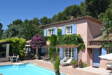 Charmante kamers aan de Côte d'Azur dichtbij Nice - Tourrettes-sur-Loup - Bed & Breakfast