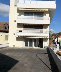Zentrale Wohnung mit grosser Terrasse