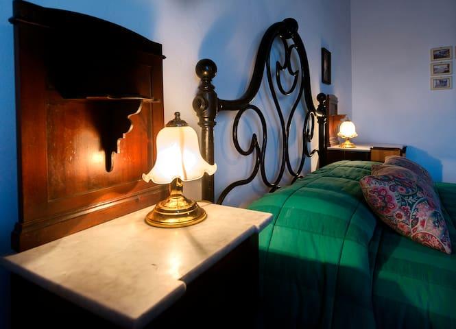 triple room San Gimignano  WiFi  free  3 - San Gimignano - Bed & Breakfast