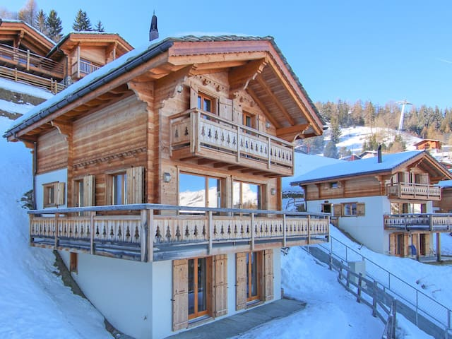 Ski-in Ski-Out Luxury Chalet Petit Sapin