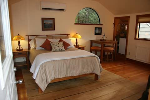 Cozy & Romantic Mt. Shasta Getaway