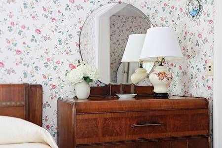 Queen Suite at Historic Inn - Stockbridge - Lain-lain