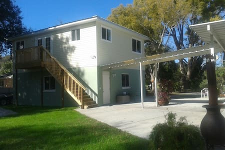 Private Apartment/3miles from beaches/2 miles SPCS - Seminole