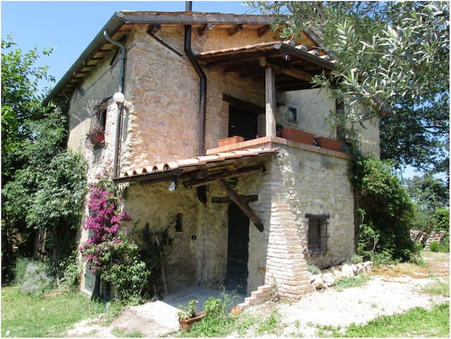 TREE BREEZE COTTAGE DATING BACK TO 18TH CENTURY - Poggio Catino - Villa