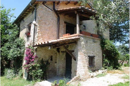 TREE BREEZE COTTAGE DATING BACK TO 18TH CENTURY - Poggio Catino