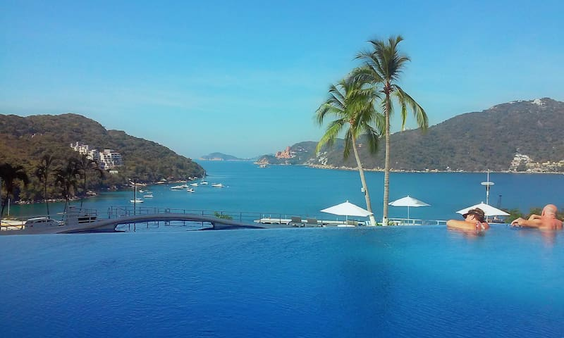 Secluded condo with stunning view - Acapulco - Departamento
