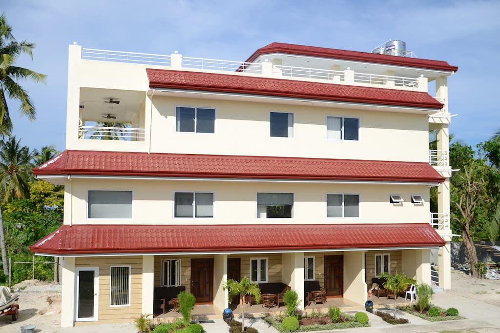 Building wih rental rooms on ground floor, conference room on 1st floor, appartment on 2nd floor and roof terrace