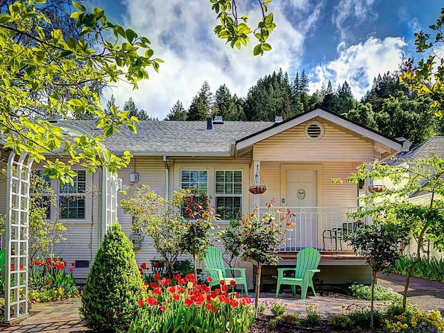 Charming two-bedroom walk to town B2 - Calistoga - Maison