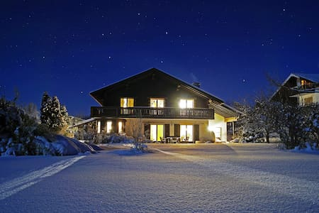 Großes Ferienhaus/ Own cottage Nähe Chiemsee****