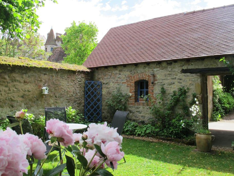 Pause dans le jardin près de l'atelier de poterie.